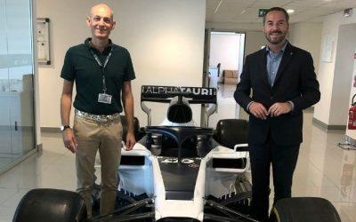 Il Segretario di Stato per il Lavoro e lo Sport Teodoro Lonfernini si è recato in visita alla AlphaTauri, squadra corse di Faenza 'guidata' da valori fondanti di innovazione, tecnologia e formazione.